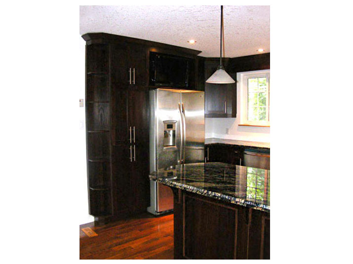 Oak kitchen units and granite countertops