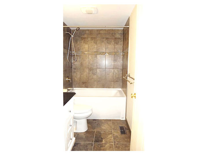 Tiled shower surround walls