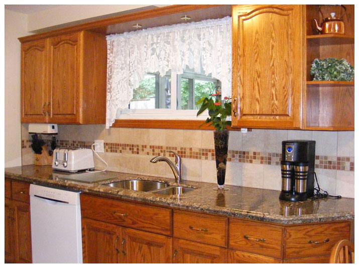 Kitchen granite countertops & backsplash