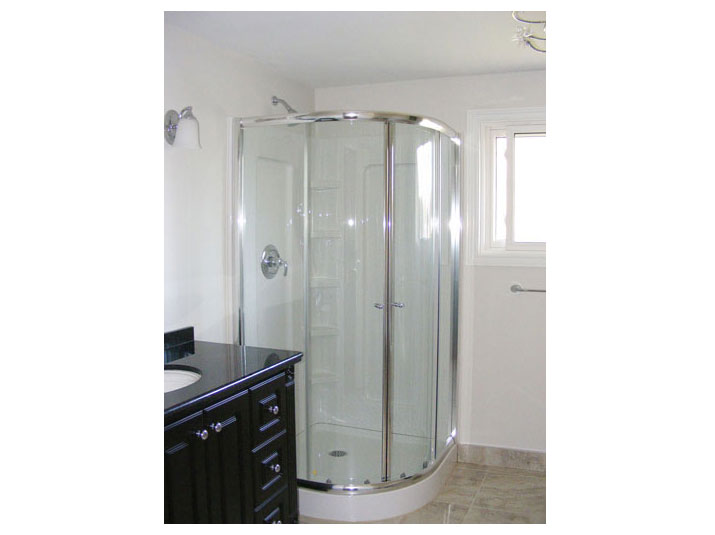 Corner shower with glass doors