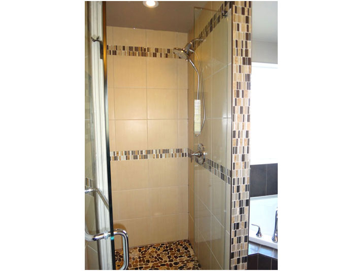 Shower mosaic tile accent borders