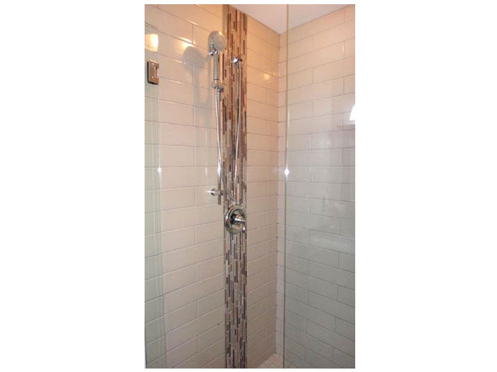 Shower mosaic tile accent border