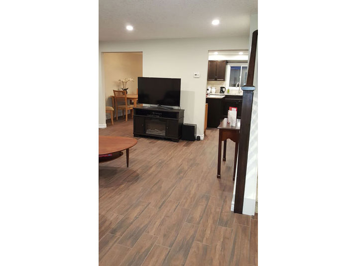Wood plank porcelain main floor