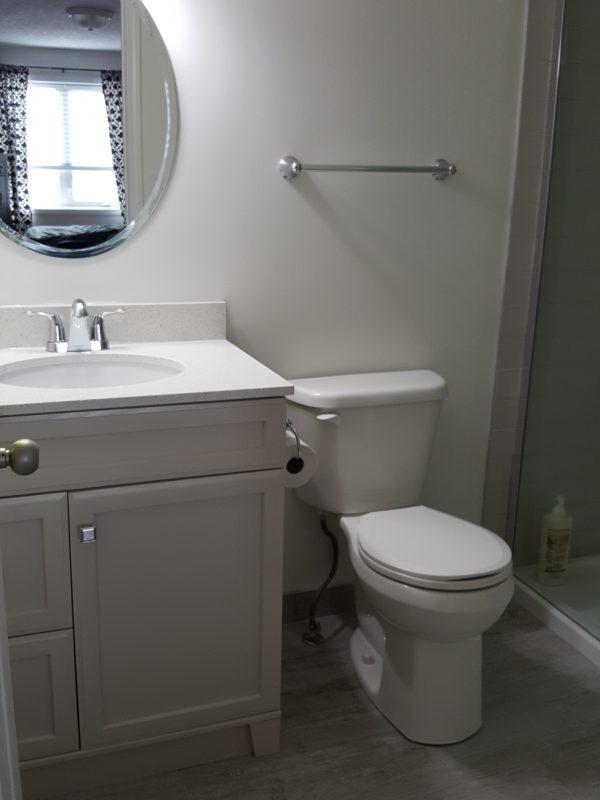 Grey Toned en-suite Bathroom