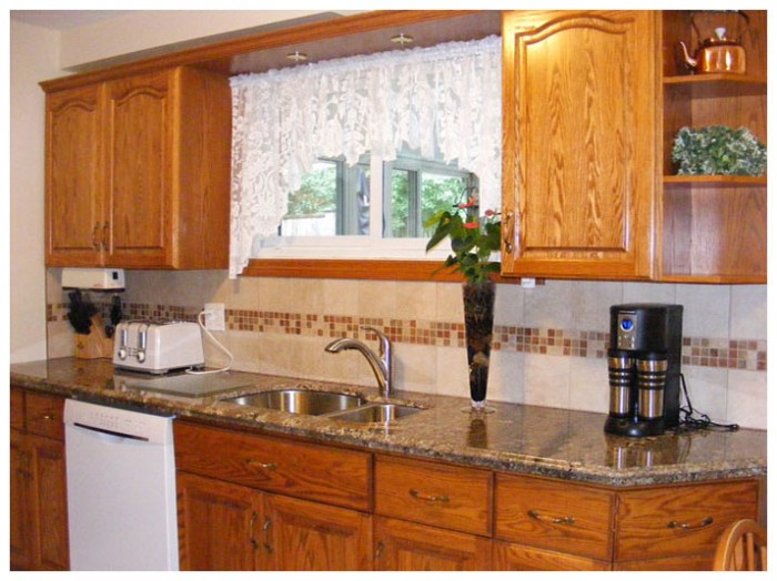 Kitchen granite countertops & backsplash