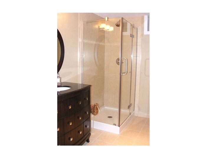 Corner tiled glass shower