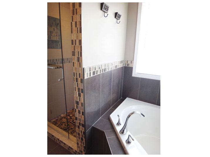 Mosaic tile accent border