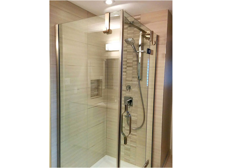 Tiled shower with stone mosaic tile
