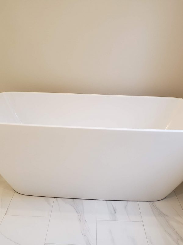 Freestanding bathtub and faucet